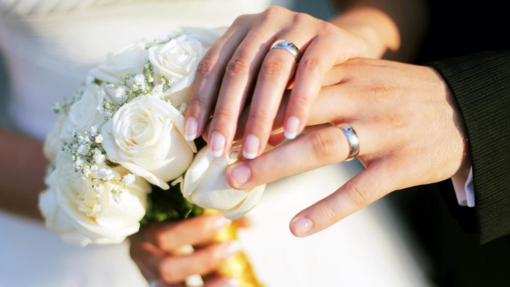 في زفاف مُنى